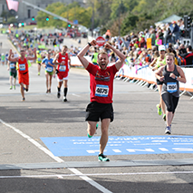 Picture of guy running the Medtronic Twin Cities Marathon